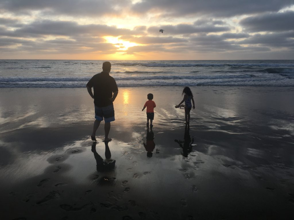 MissionBayBeach-Dad-Kids-Sillouette-scaled